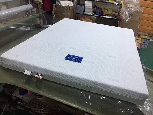 China Highly breathable Memory Foam Mattress for Home / Hotel OEM Acceptable supplier