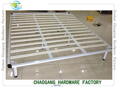 China White Colour Lacquerred Metal Base Bed Frame For Queen Size Mattress distributor